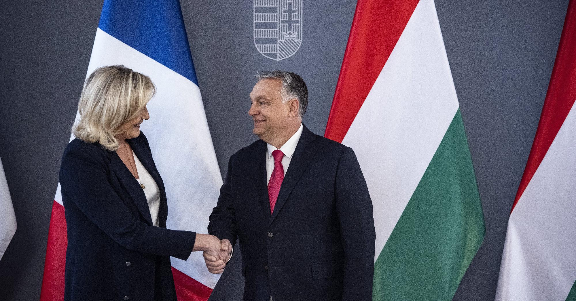 Az EU ideológiai nyomásgyakorlásán szomorkodott Orbán a francia szélsőjobb vezetőjével