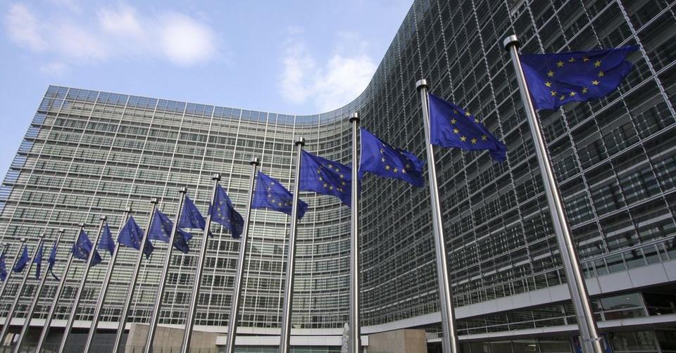 Az EU egyik lába a féken, a másik a gázon