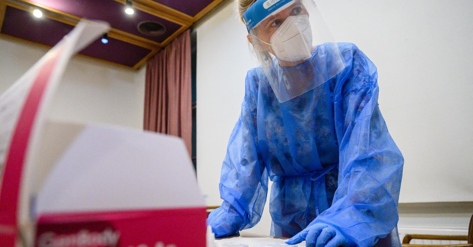 Koronavírus: már majdnem 200-an vannak lélegeztetőgépen