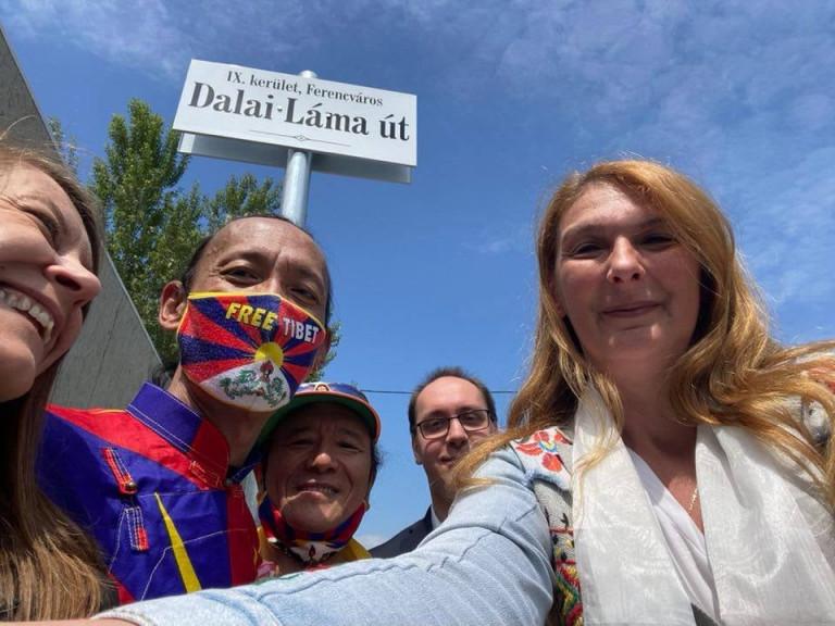 Hivatalossá váltak a Fudan-ellenes utcanenek: itt az Ujgur mártírok útja és a Dalai láma út